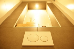 Nis-met-ledlamp-in-de-wc